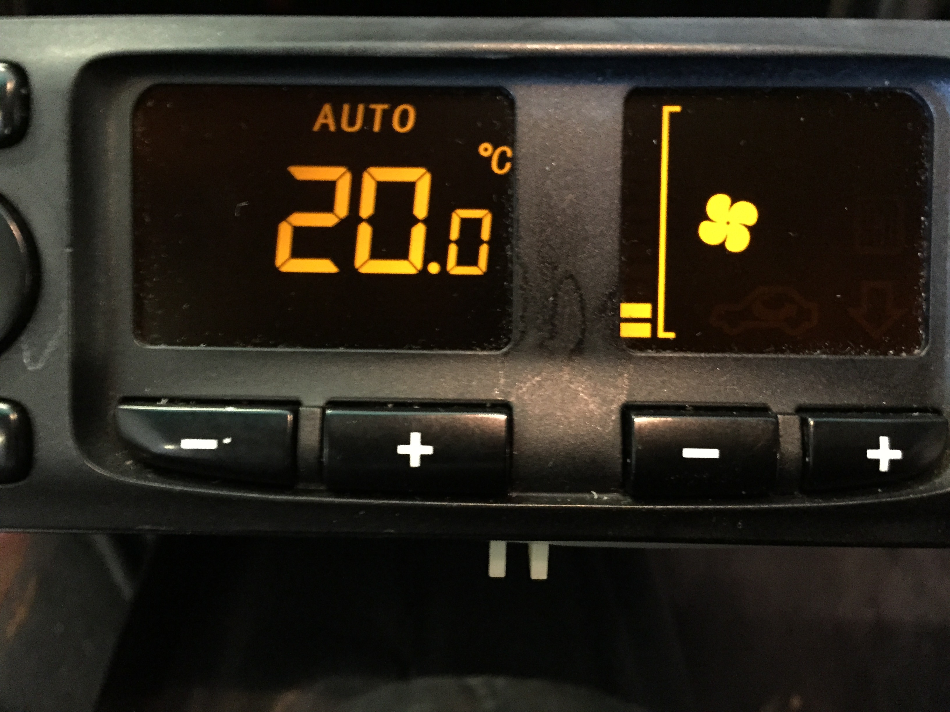 Fixing a Porsche 996 and Boxster climate control LCD display