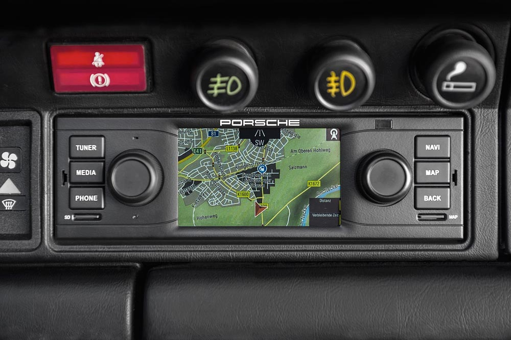 Read more about the article Porsche Classic radio and sat-nav
