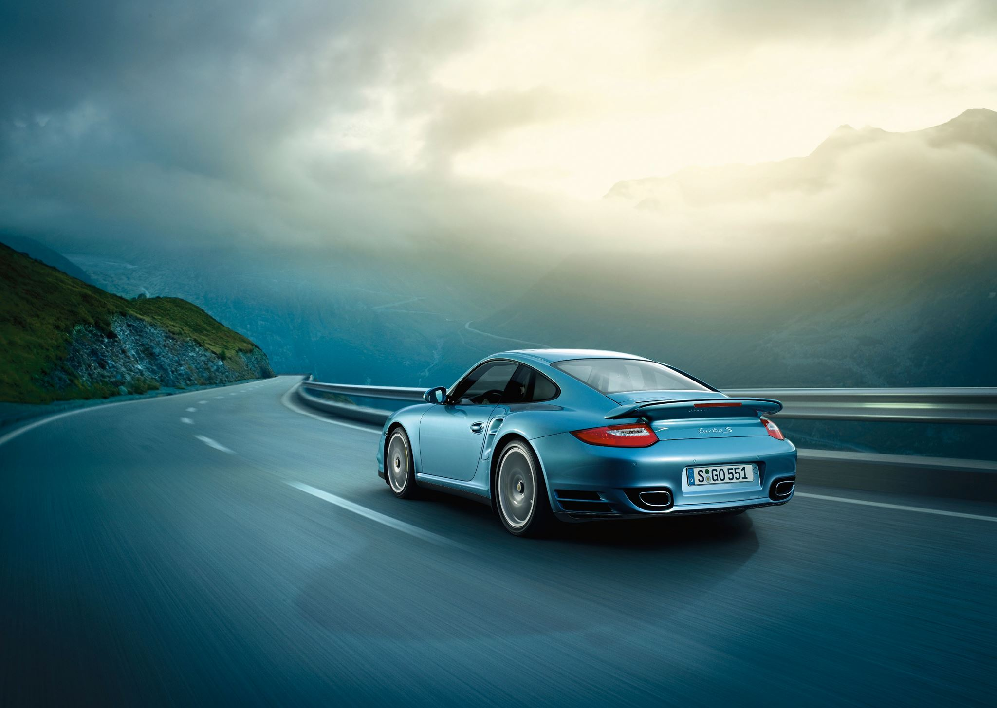 Read more about the article Porsche Cayman S Vs Porsche 924 Turbo Photoshoot